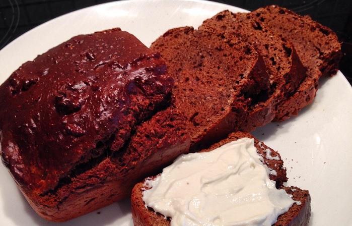 Pastel de chocolate, cacahuete y plátano