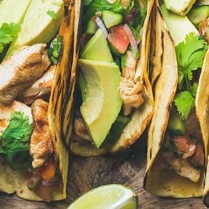 Tacos de pollo con salsa cubana