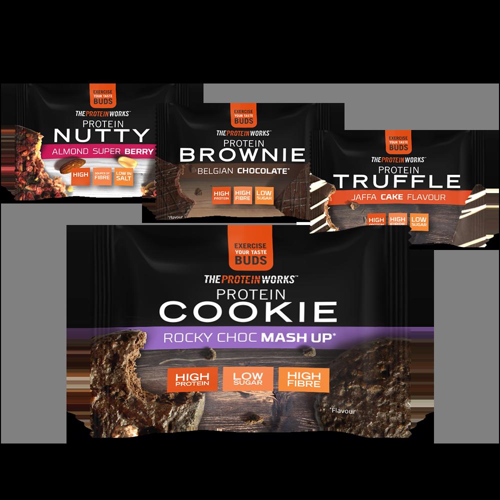 Selezione di snack proteici: praline, brownie, tartufi e biscotto