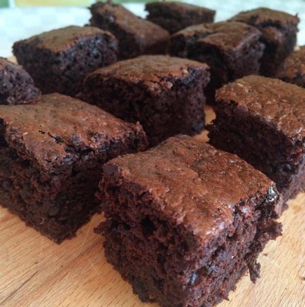 Brownie de calabacín chocolate & caramelo